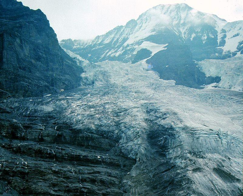 Eigergletscher und Mönch. Links der Felssockel der Eiger-Westflanke