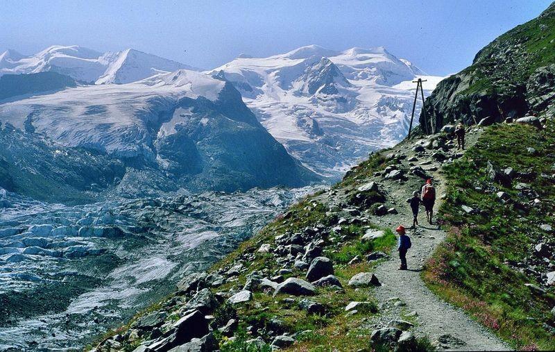 1981: Wegstück über dem Morteratschgletscher