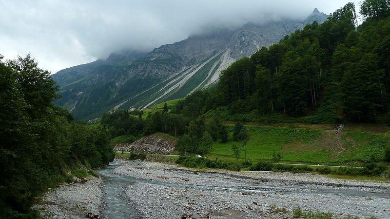 Bregenzerache und die langen Schuttreißen an der niederen Künzelspitze.