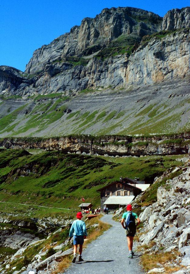 Gemmiweg vor dem Berggasthaus Schwarenbach