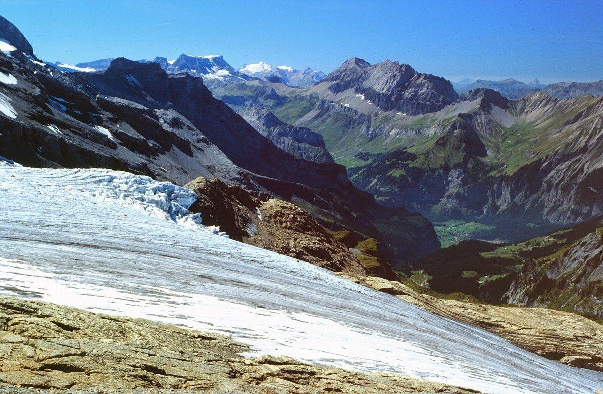 Sicht über den Blümlisalpgletscher auf Wildstrubel, Wildhorngruppe, Großlohner und First-Allmenalp-Gebiet