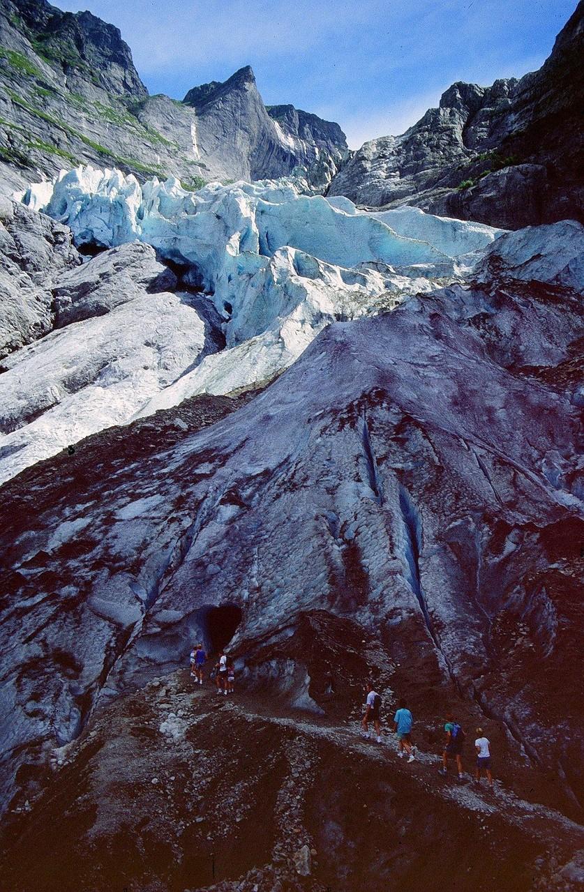 Es war einmal...eine Gletscherzunge mit Gletschertor und künstlichen Eishöhle. J