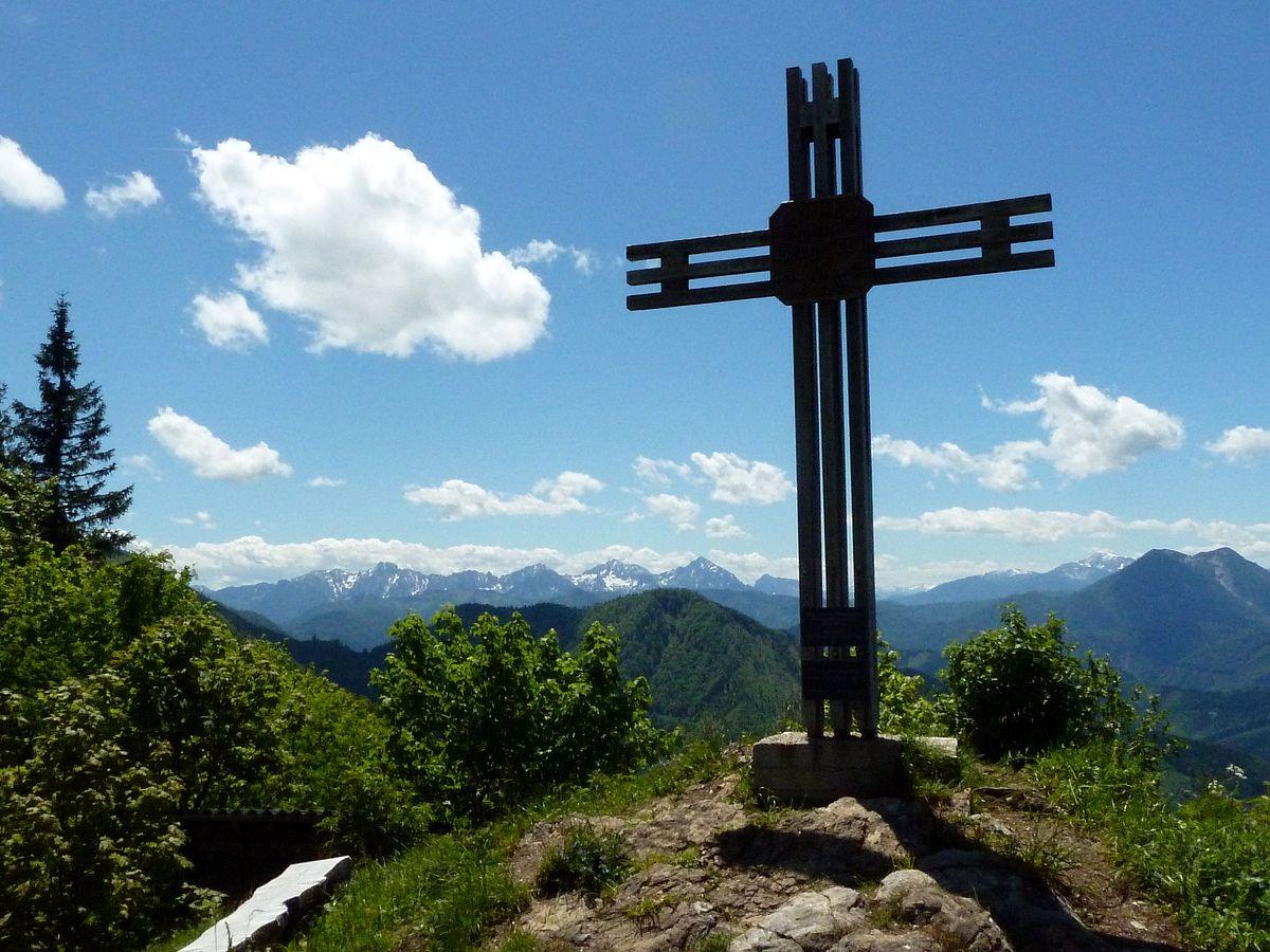 Kreuz bei der Ennser Hütte. Haller Mauern im Hintergrund