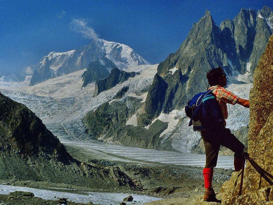 Foto von 1983 mit Minolta SRT, 2,8/28mm: Mont Blanc Brenvaflanke und Geantgletscher vom Kletterteig zur Coucverclehütte