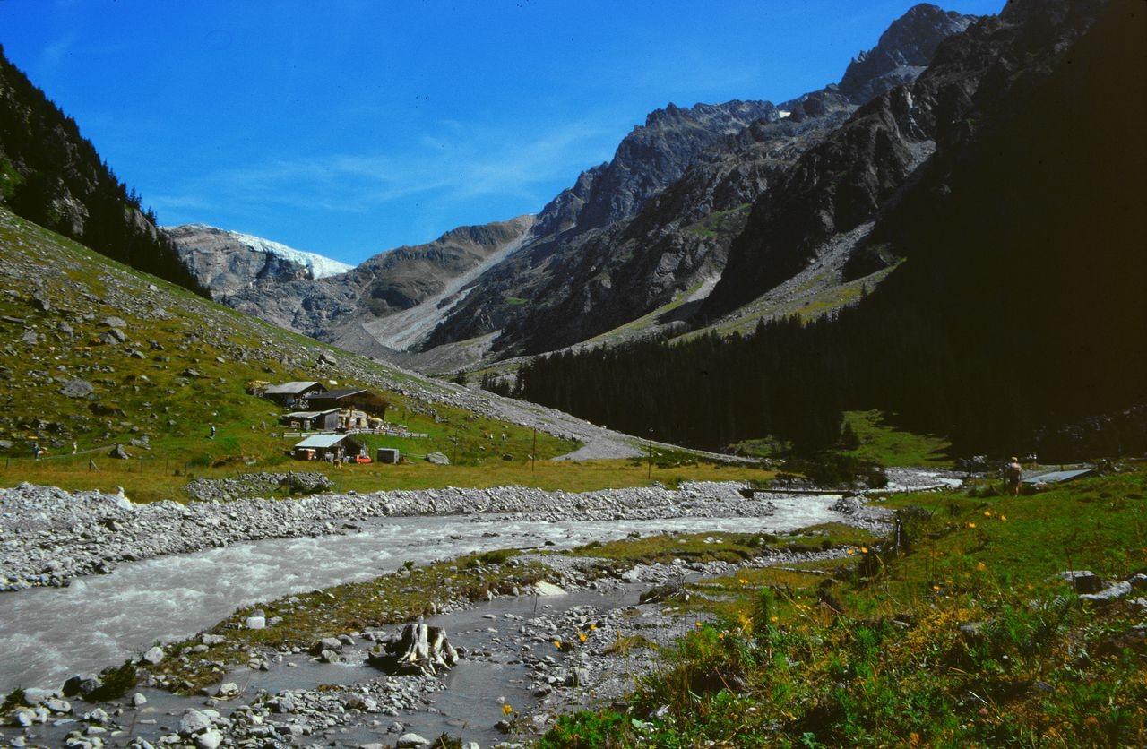 Alp Heimritz und Kanderfirn - Ausgangspunkt für die Gletscherwanderung auf dem Kanderfirn in Richtung Mutthornhütte.