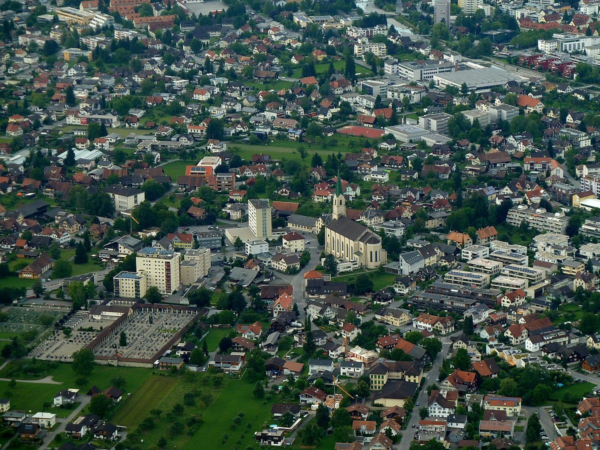 Telezoom-Aufnahme von Dornbirn. Standort: Bergstation Karrenseilbahn