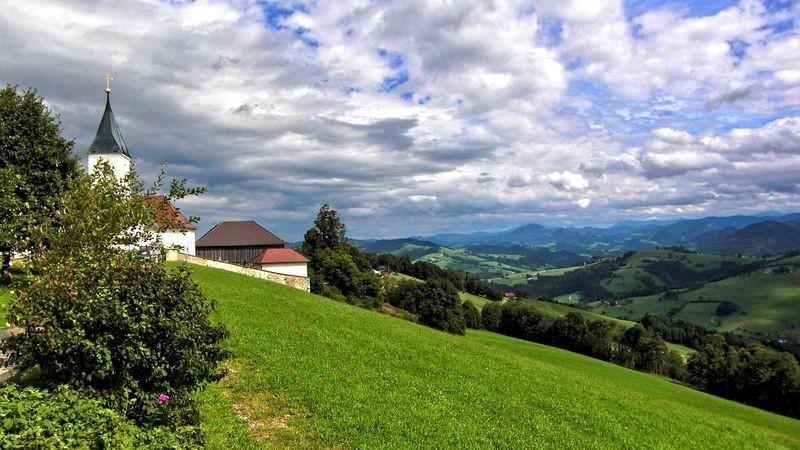 St. Georgen in der Klaus mit Blick auf die Ybbstaler Alpen und das Mostviertel