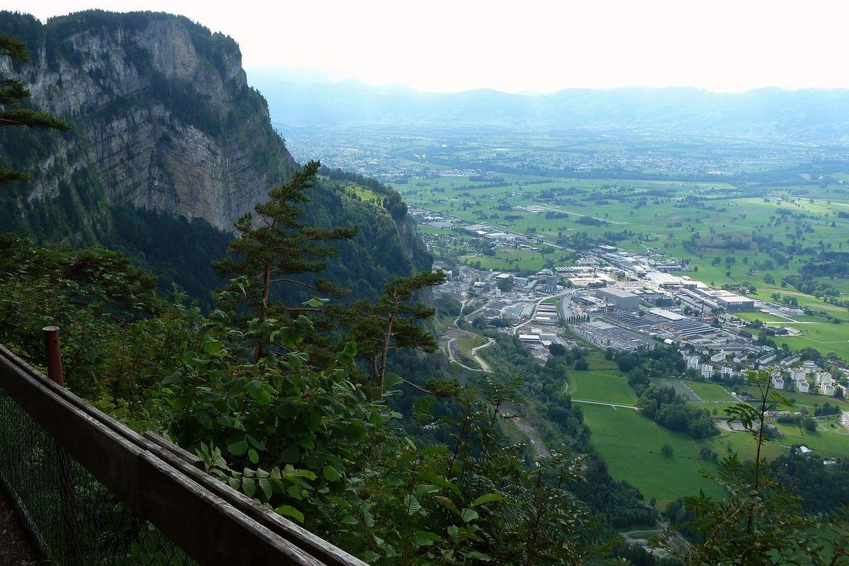 Das Rheintal mit dem Industriegebiet bei Dornbirn