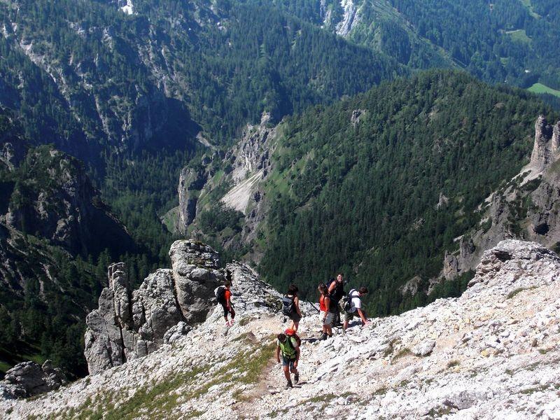 In einem Steilstück des Hans Rubenzucker Steigs unterhalb der Schlüsselstelle