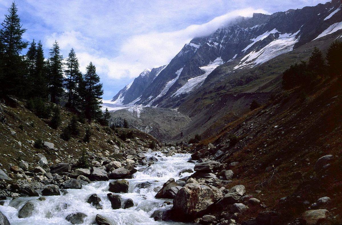Am weg rechts der Lonza zum Langgletscher