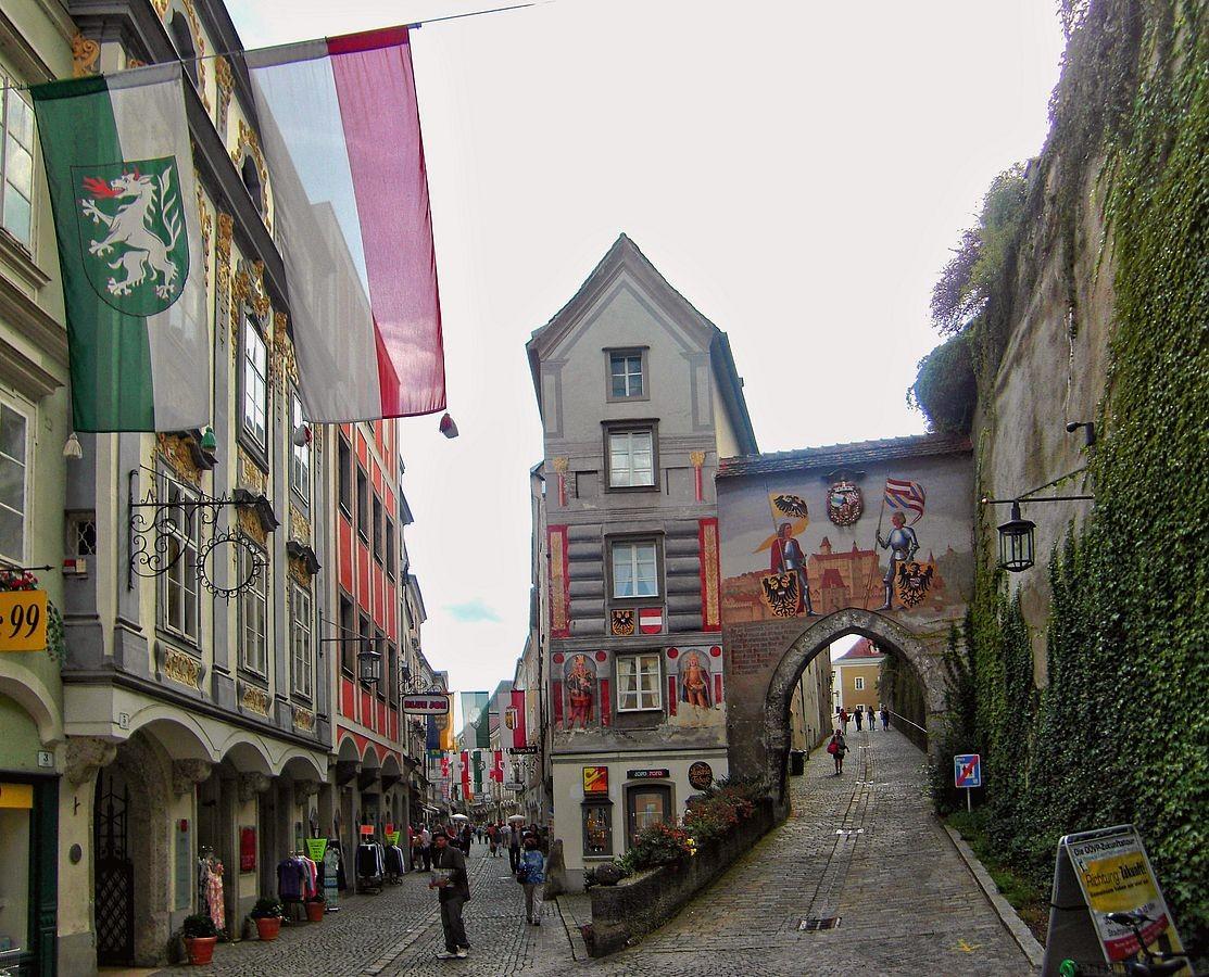 Stadttor und Aufgang zum Schloss Lamberg in  Steyr