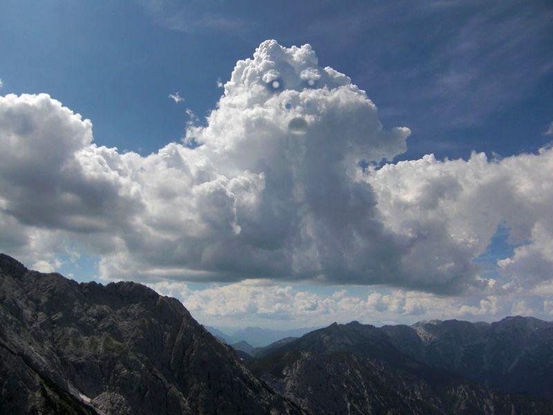 Das Wolkengespenst über dem Stodertal (verfremdet)