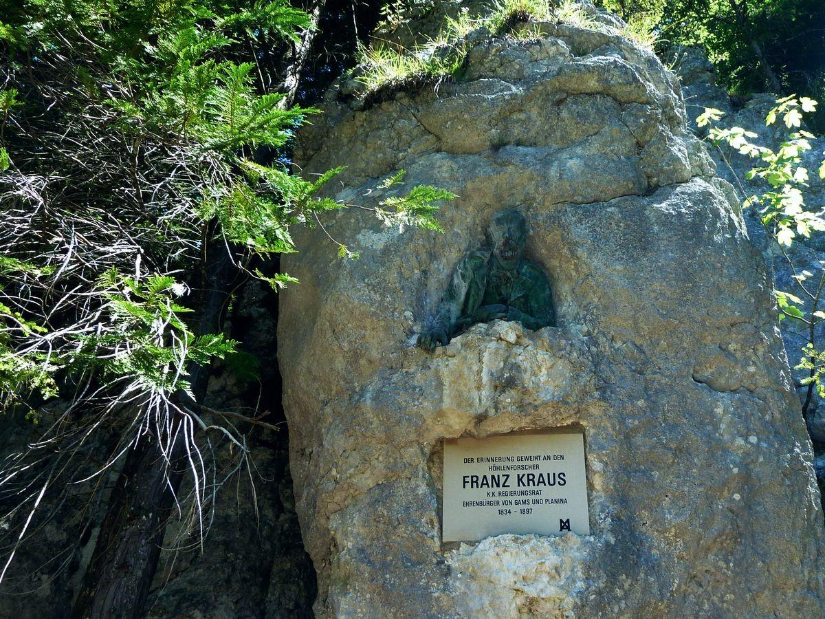 Gedenktafel für Franz Kraus, den Erforscher der Kraushöhle