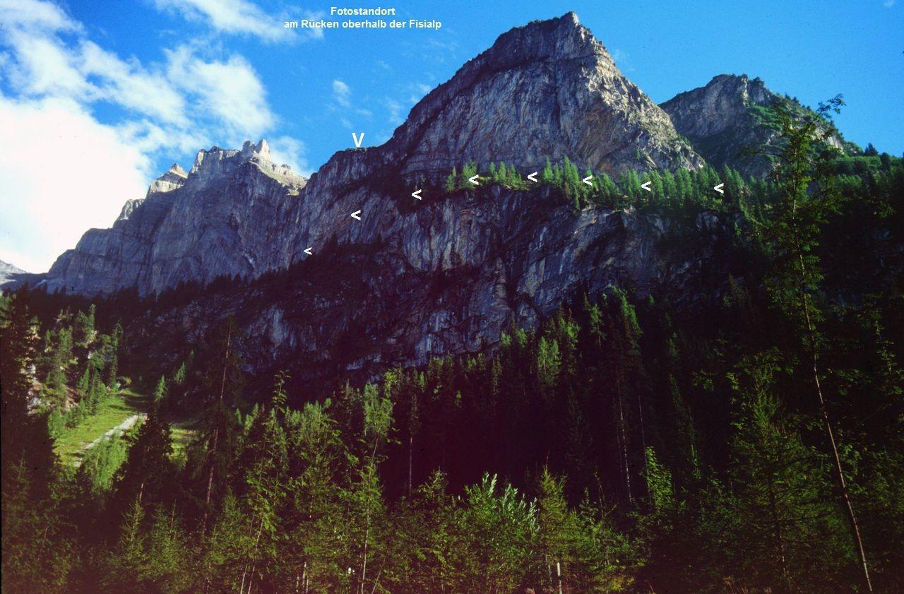 Der Felsensteig zwischen Fisialp und Doldenhornhütte  oberhalb von  Biberg