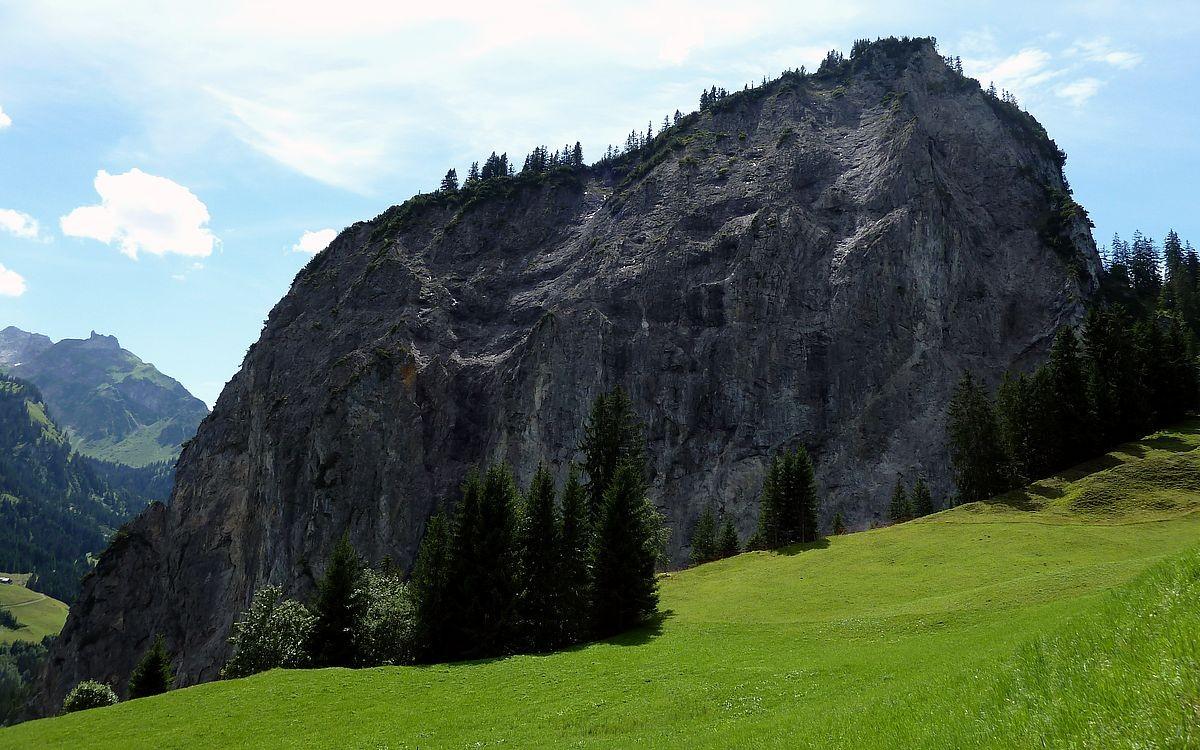 Die Wandfluh vom Alpgebiet Hintersteinbild