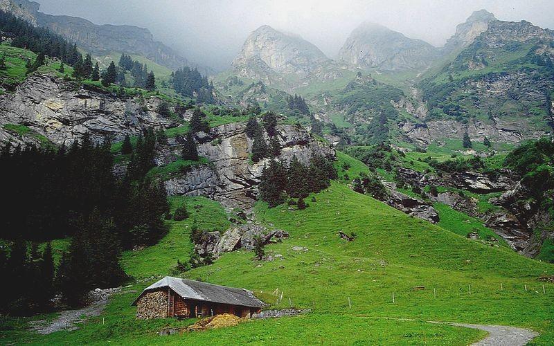 Weitre Alphütte zwischen Griesalp und Gamchi. Wer weiß, wie diese heißt?