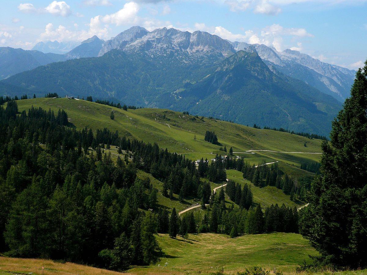 Blick von der Zwieselalmhöhe auf das Tennengebirge im Westen
