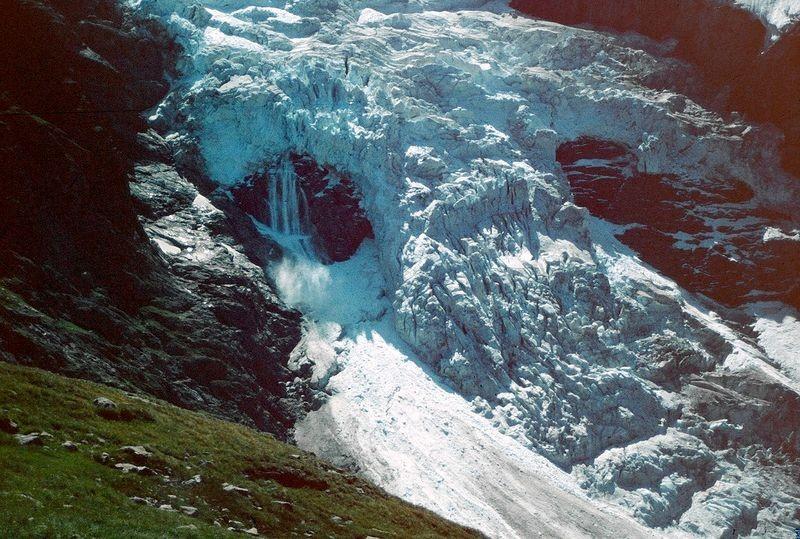 Eislawine im Eisbruch des Oberen Grindelwaldgletschers