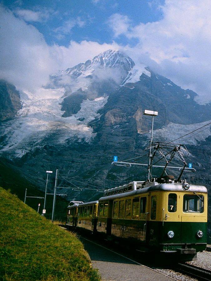 Die Wengernalpbahn, die uns von der Station Wengernalp wieder nach Lauterbrunnen hinunter brachte.