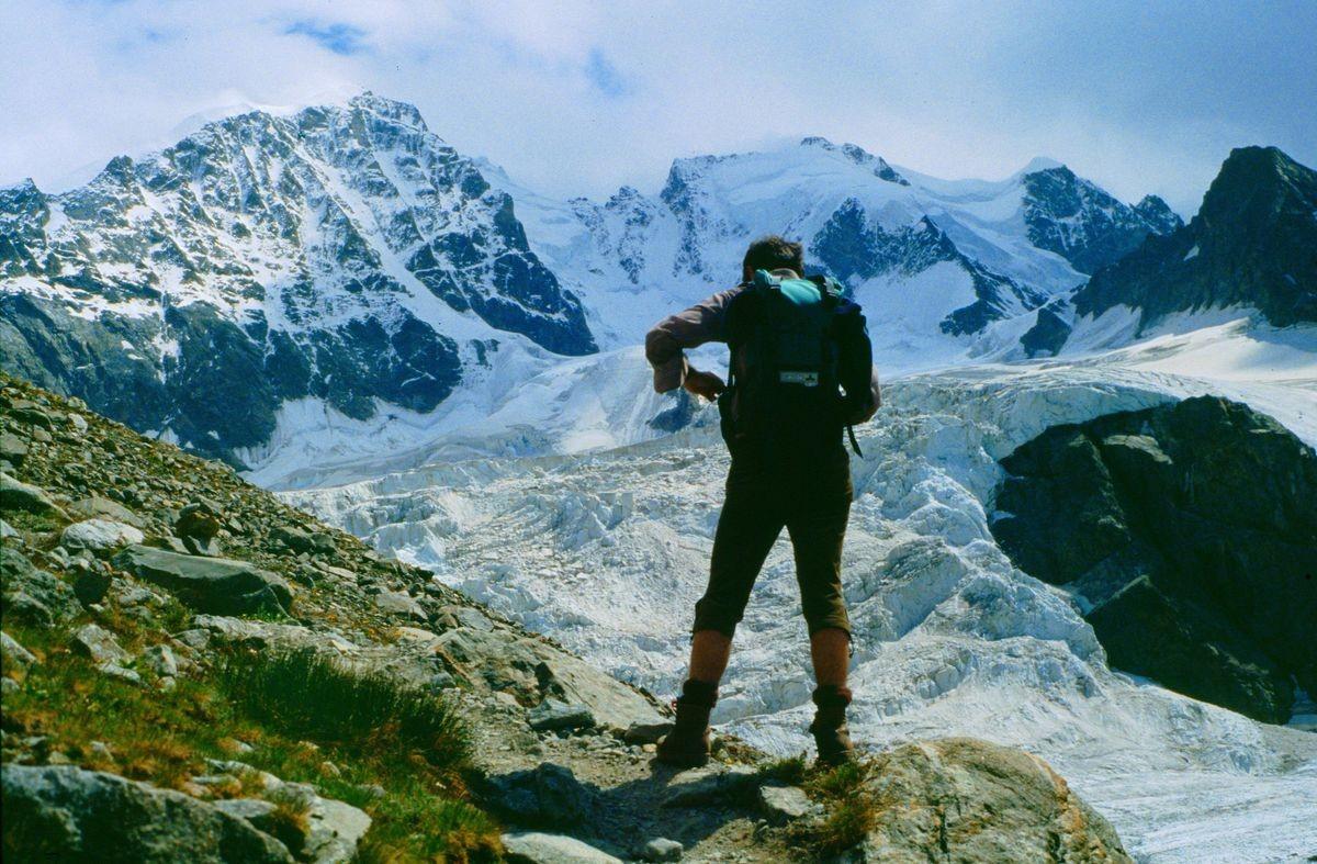 Imposantes Fotomotiv von Piz Bernina mit dem Biancograt und Piz Scerscen