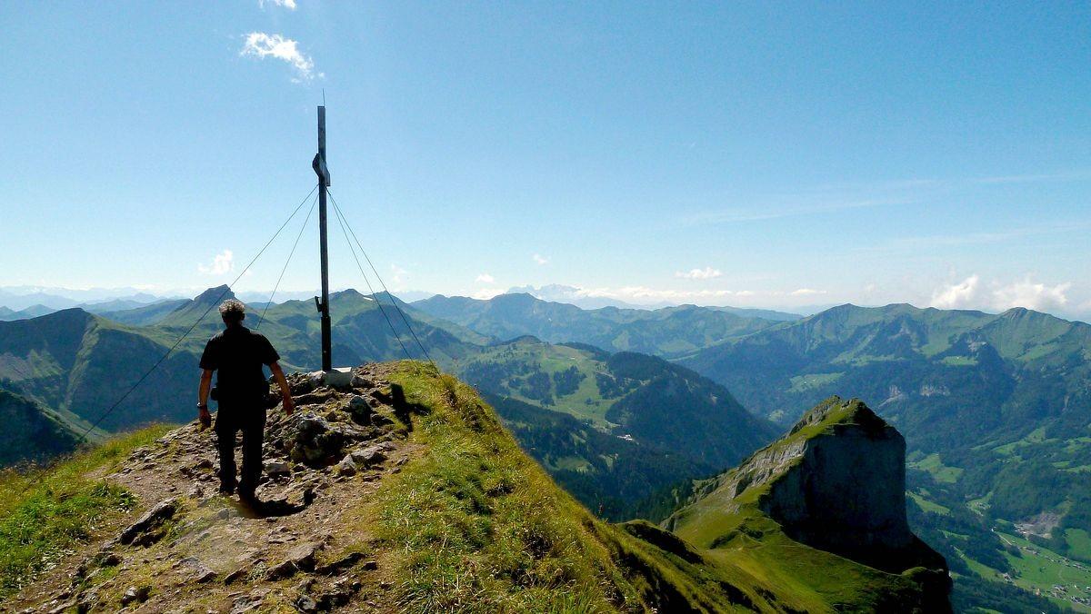 Das Gipfelkreuz der Holenke.