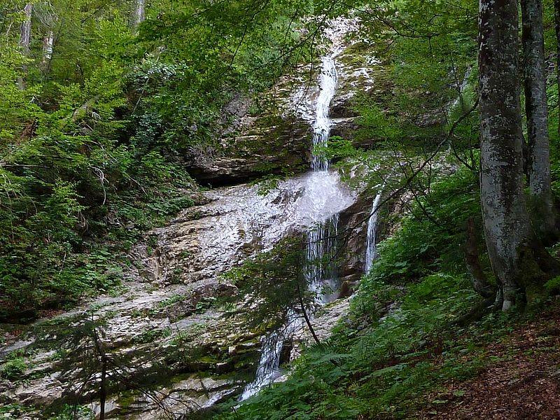 Wasserfälle eines kleinen Seitenbachs