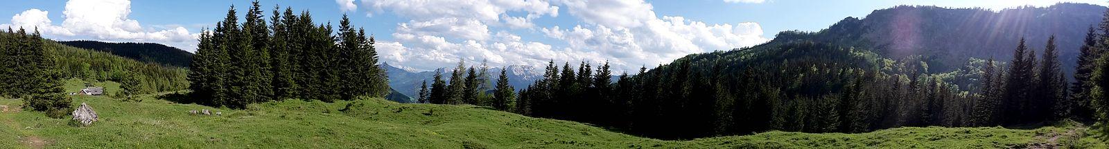 Panorama-Aufnahme vom Weg zwischen Menauer und Schüttbauer Alm
