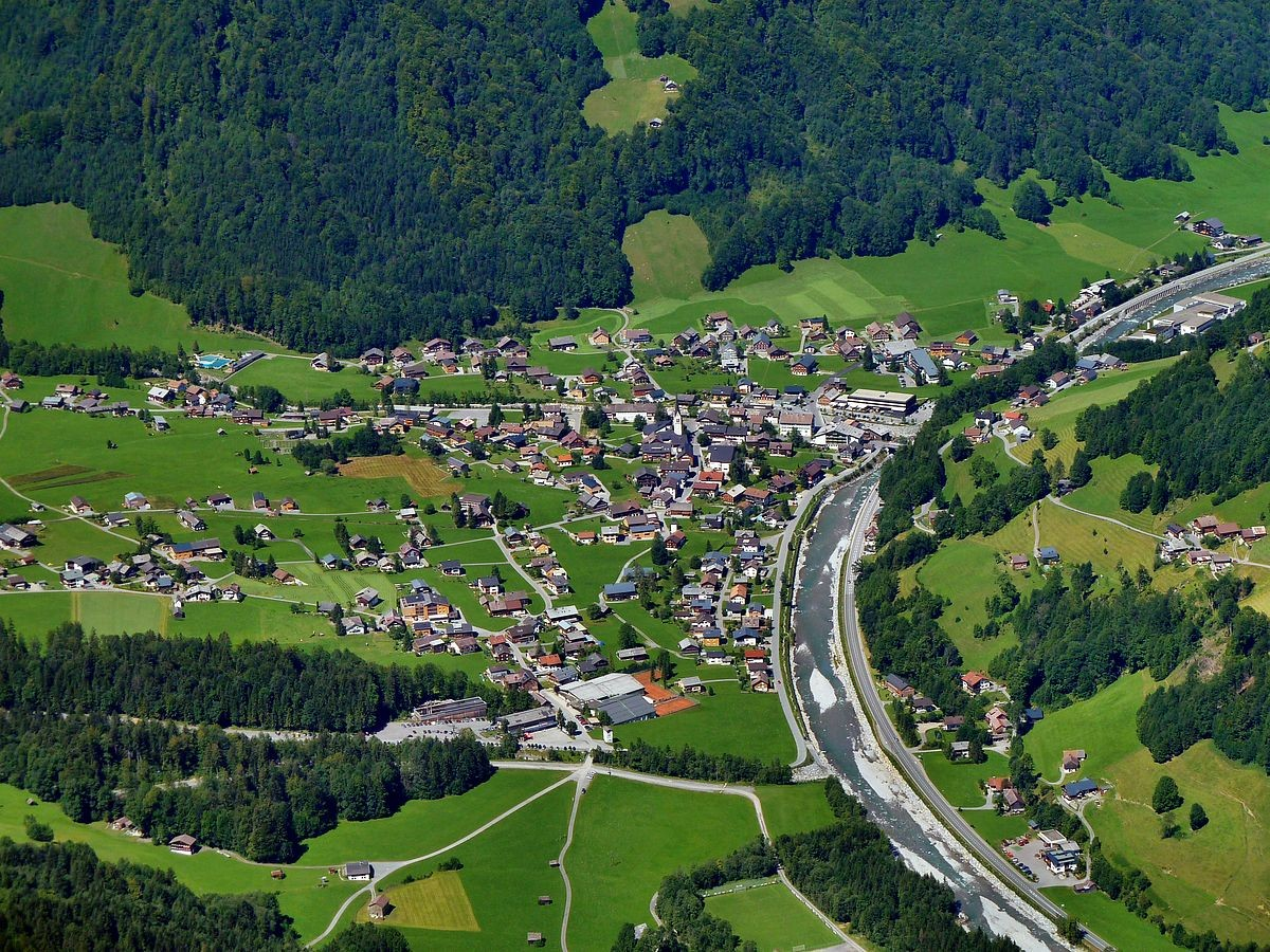 Das Tal der Bregenzerache mit Mellau (Telezoom)