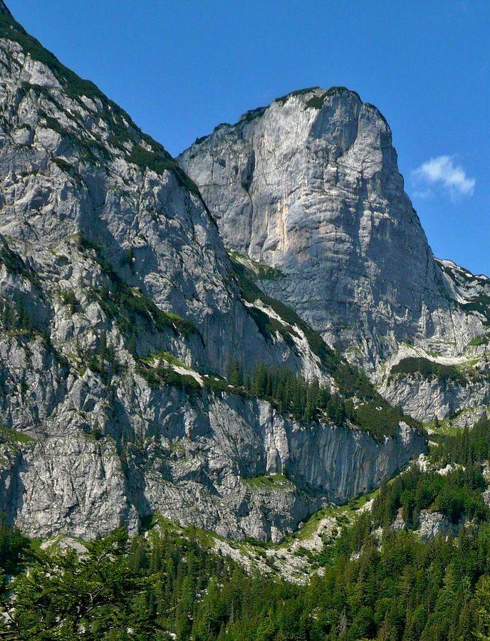 Die eindrucksvollen Steilabfälle des Toten Gebirges im Talschluss