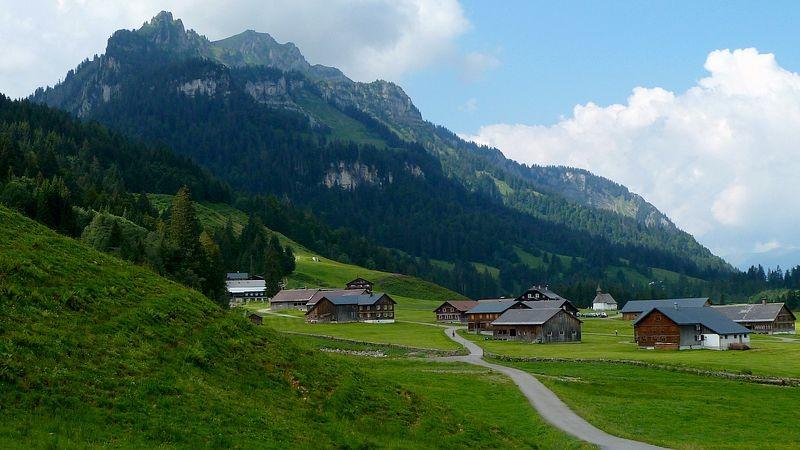Schönenbach Vorsäß von Osten mit dem Hirschberg