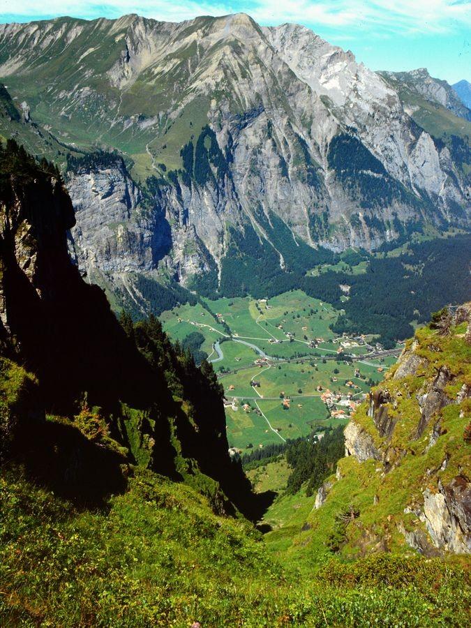 Tiefblick vom Jegertosse auf Kandersteg