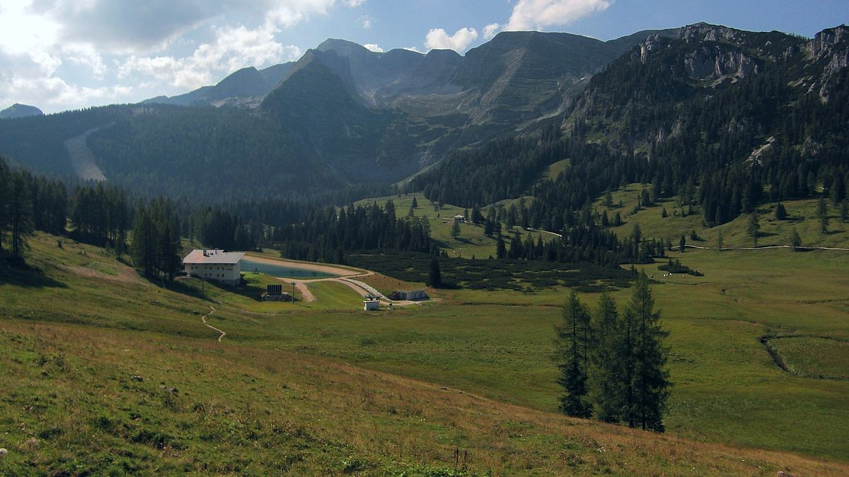 Die Eingriffe in die Landschaft zu Gunsten des Skibetriebs auf der Wurzeralm sind nicht zu übersehen.