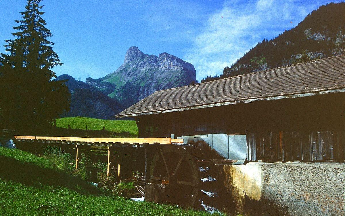 Alte Hammerschmiede in Kandersteg. Hinten das Gällihorn.