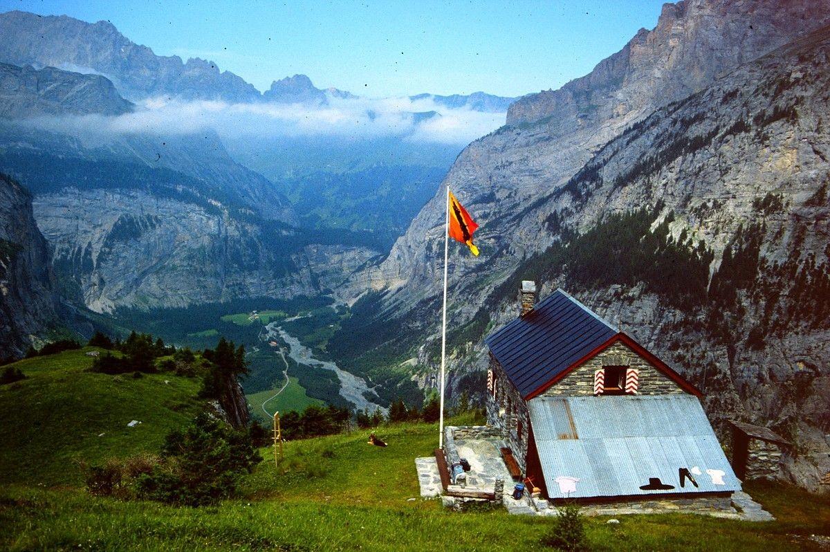 Foto von 1992: Die Balmhornhütte über dem Gasterntal
