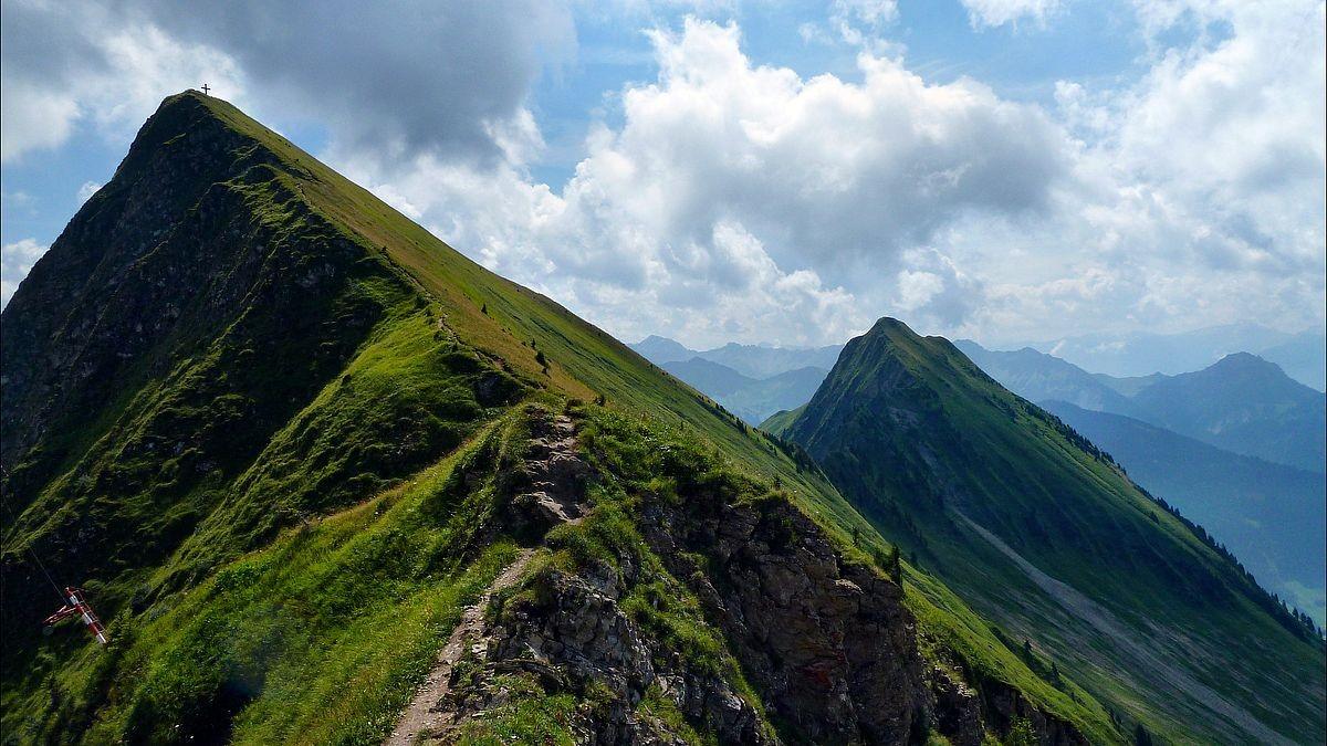 Der letzte steile Aufschwung zum Damülser Glatthorn. Rechts das Türtschhorn.