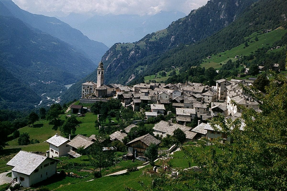Prachtblick auf Soglio vom Wanderweg Maloja - Soglio