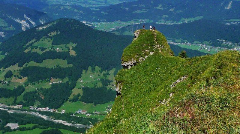 Die Felskanzel mit dem Schwindel erregendem Tiefblick. Nur für trittsichere und weitgehendst schwindelfreie Bergwanderer.