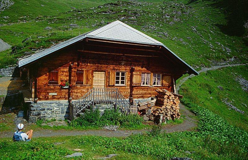 Alöphütte zwischen Griesalp und Gamchi. Wer kennt ihren Namen?