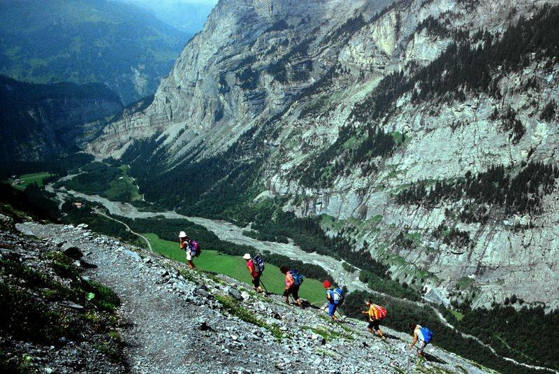 Foto von 1992: Bergsteigerinnen auf dem Weg zur Balmhornhütte