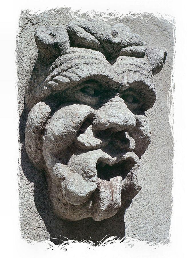 Foto von 1985: Dämon an einer Hauswand in Soglio
