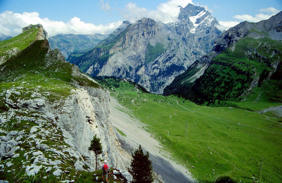 Blick vom Üschinengrat über die Spittelmatte zum Sunnbüel und Doldenhorn