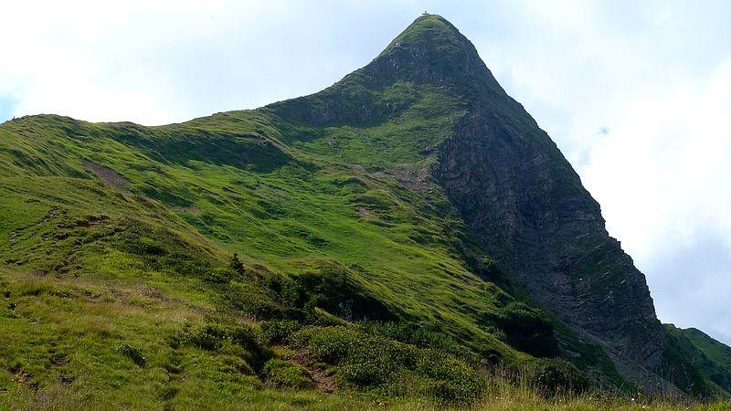 Blick zum Glatthorn, auf dessen linker Gratseite unser Drahtseil gesicherter Abstieg verlief.