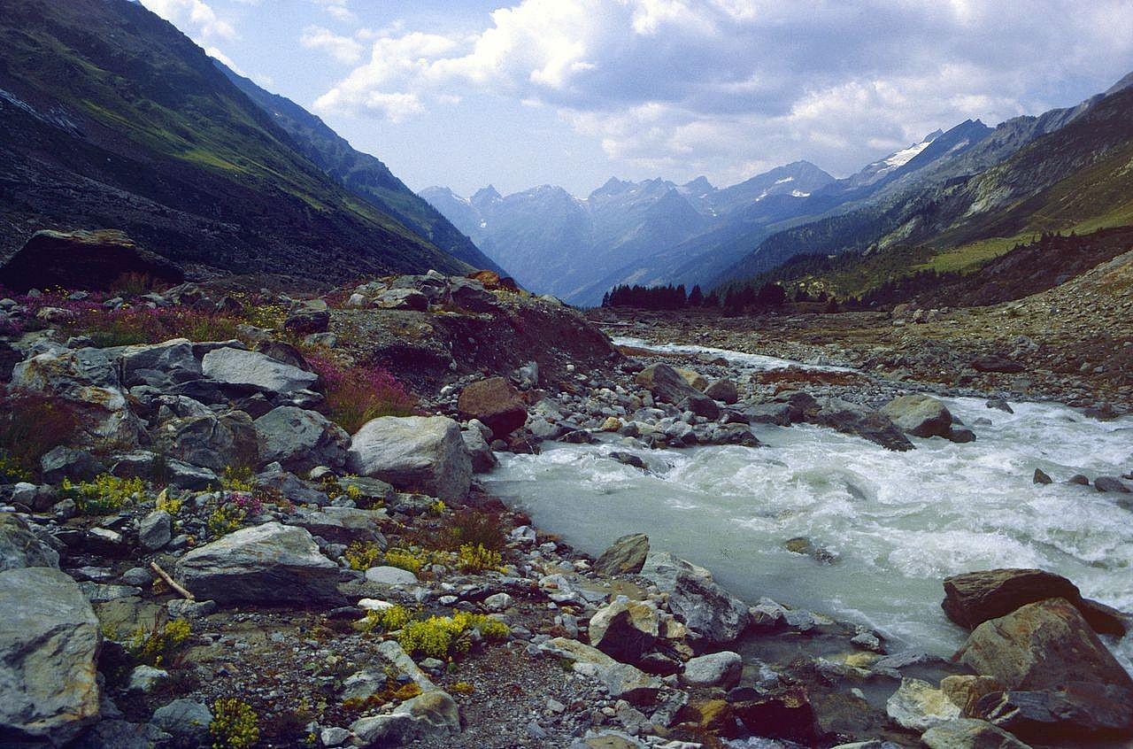 Blick talauswärts auf Rotferdenhorn und Hockenhorn (mit Gletscher)