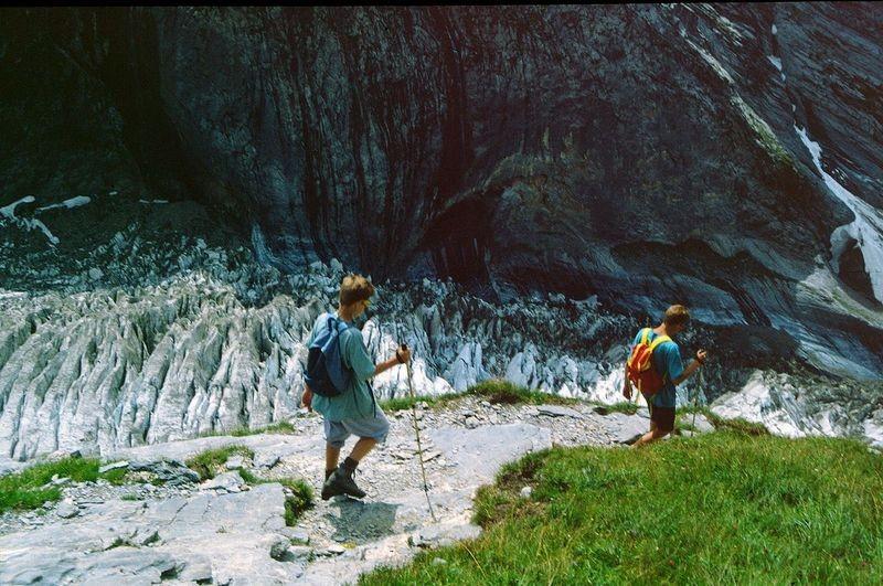 Abstieg von der Glecksteinhütte über dem Oberen Grindelwaldgletscher
