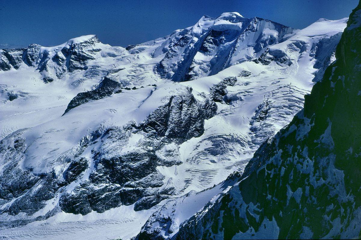 Piz Palü und vorgelagerter Fortezzagrat vom Schlussanstieg in den Felsen zur Fuorcla Boval