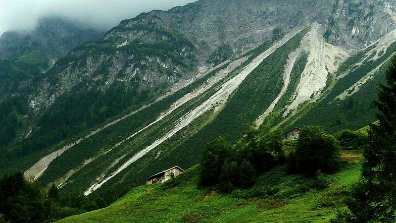 Die eindrucksvollen Schuttreißen unterhalb der niederen Künzelspitze