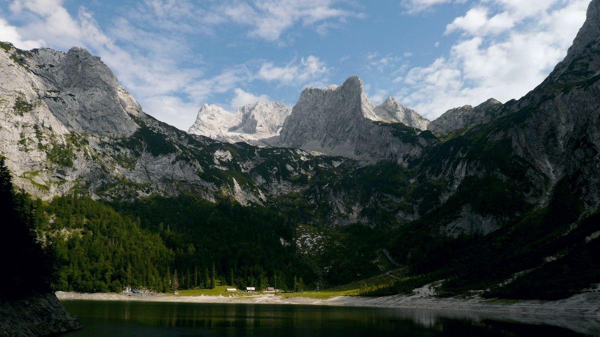 Hinterer Gosausee mit Seealm, Dachsteinmassiv mit Schneebergwand vom Rückweg am Nachmittag