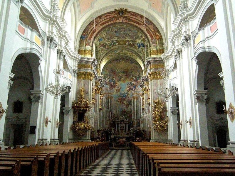 Blick zum Hochaltar in der Basilika von Spital