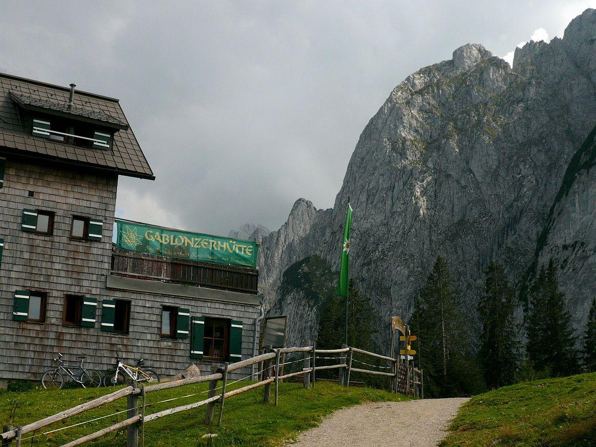 Gablonzer Hütte und gosauzkamm am Rückweg zur Bergstation der Gosaukammbahn