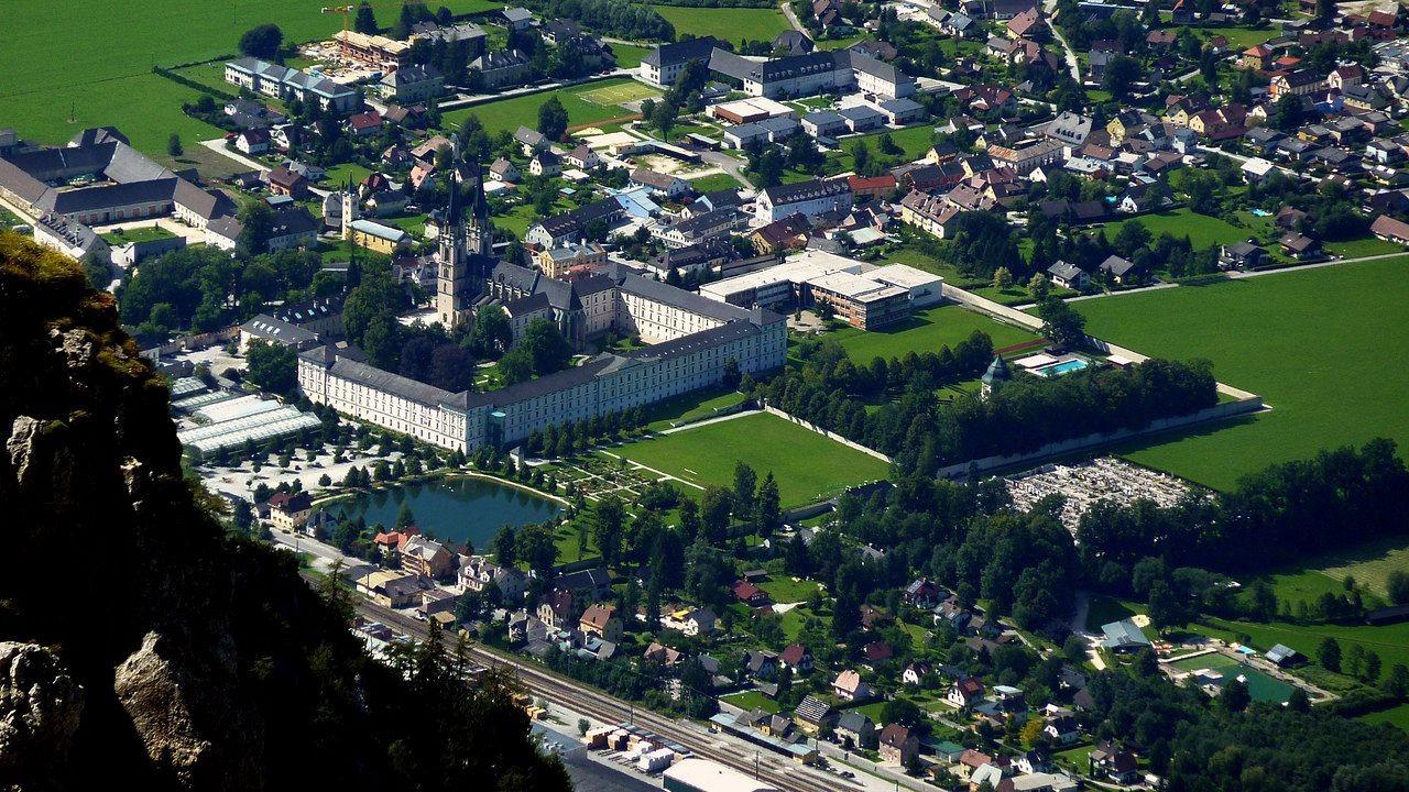 Kloster Admont - die beeindruckende Klosteranlage mit der weithin berühmten Klosterbibliothek
